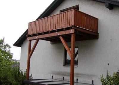 Holzbalkon